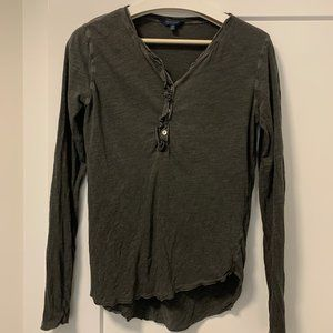 Lucky Ruffle Button Washed-out T